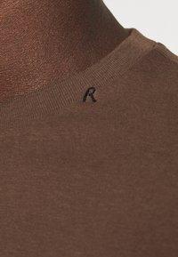 Replay - SHORT SLEEVE - Basic T-shirt - brown - 5