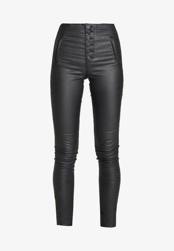 ONLROYAL COATED BUTTON PANT - Pantalon classique - black