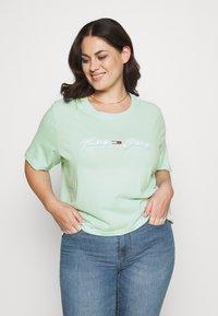 Tommy Jeans Curve - LINEAR LOGO TEE - Print T-shirt - aqua coast - 0