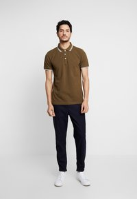 Lindbergh - CONTRAST PIPING - Polo shirt - army - 1