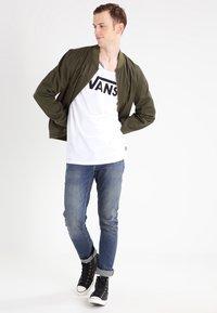 Vans - MN VANS CLASSIC TANK - Linne - white/black - 1