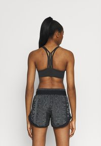 Nike Performance - INDY ULTRABREATHE BRA - Light support sports bra - black/dark smoke grey - 2