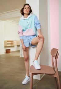 Tommy Jeans - COLOR BLOCK HOODIE - Sweatshirt - light powdery blue - 1