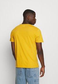 Levi's® - ORIGINAL TEE - T-shirt - bas - cool yellow - 2