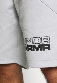 Under Armour - BASELINE SHORT - Sports shorts - halo gray light heather/black - 4