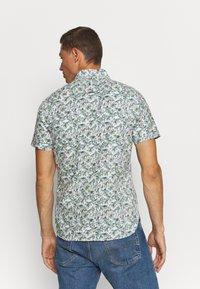 Tommy Hilfiger - SLIM PALM TREE PRINT - Shirt - white/green slate/multi - 2