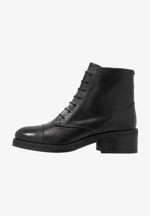 DISTRICT LACE UP BOOT - Šněrovací kotníkové boty - black