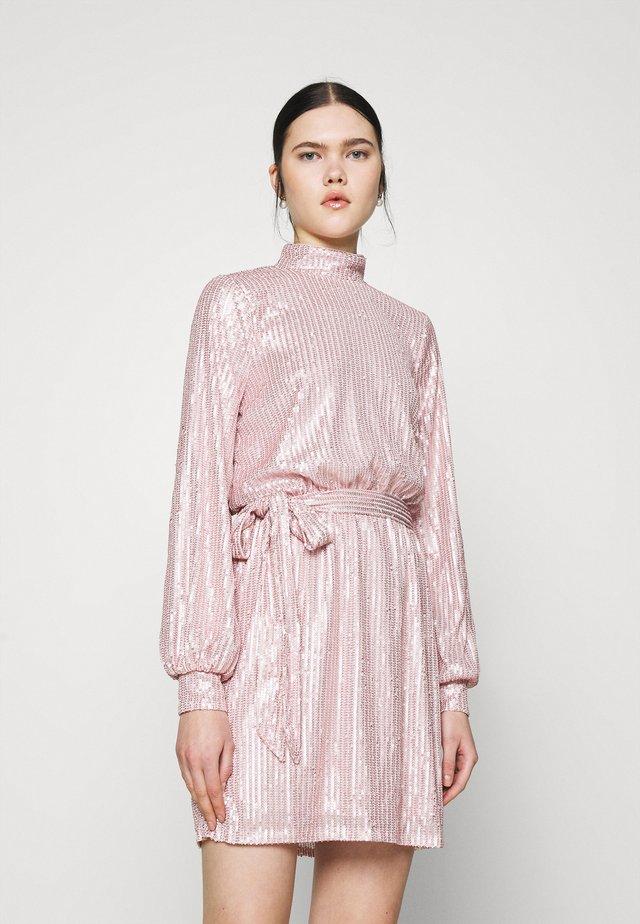 HIGH NECK SEQUIN DRESS - Vestido de cóctel - light pink