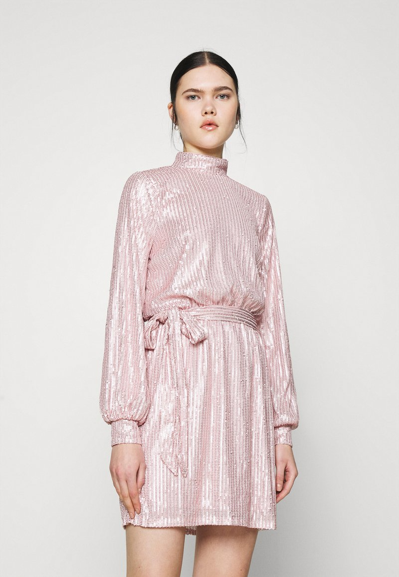 Nly by Nelly - HIGH NECK SEQUIN DRESS - Cocktailkjole - light pink