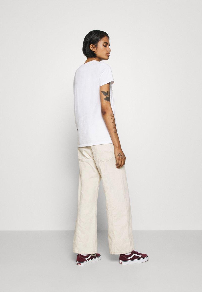 Levi's® THE PERFECT TEE - T-Shirt print - serif white/weiß hceEJh
