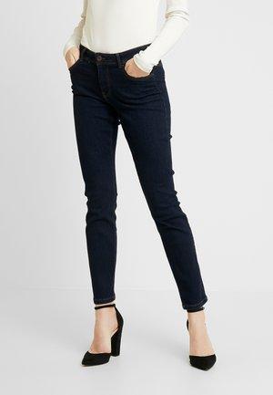 VMNAYA - Jeans a sigaretta - dark blue denim