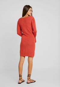 Lost Ink - BUTTON FRONT SQUARE NECK FULL SLEEVE DRESS - Strikkjoler - rust - 2