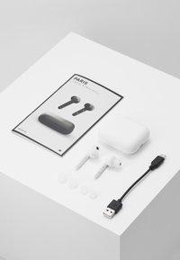 Urbanista - PARIS TRUE WIRELESS - Headphones - fluffy cloud - white - 4
