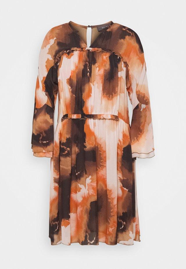 CIRAH BLUR DRESS - Denní šaty - autumn leaf