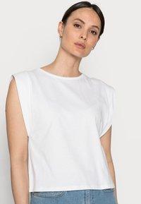 Rich & Royal - T-shirts - white - 3