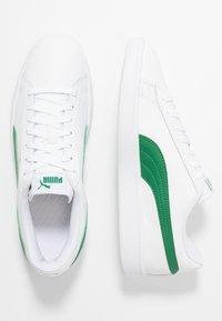 Puma - SMASH  - Matalavartiset tennarit - white/amazon green - 1