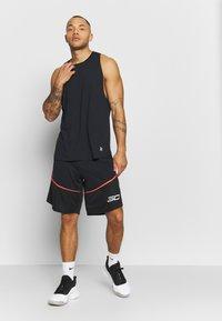 Under Armour - BASELINE TANK - T-shirt de sport - black/white - 1
