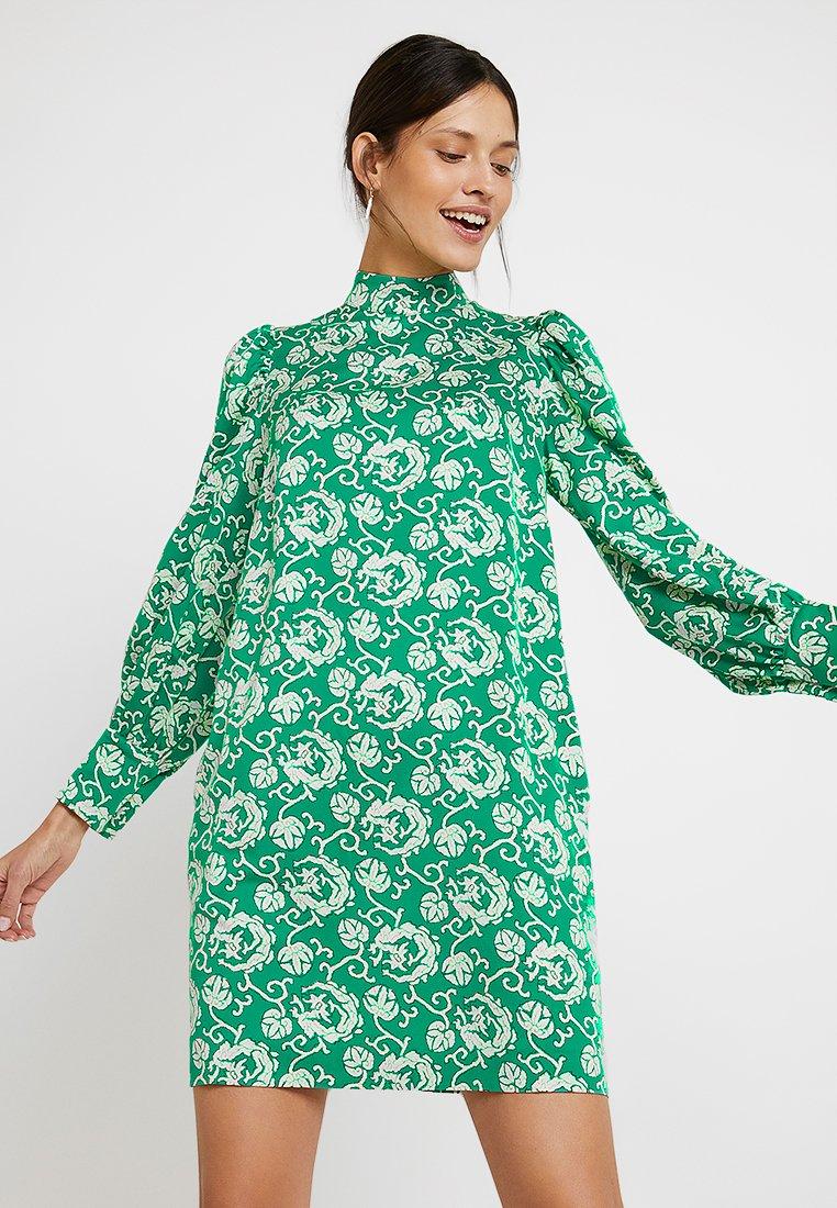 DAY Birger et Mikkelsen Blommiga klänningar online | Zalando