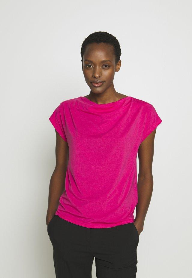 Basic T-shirt - shocking pink