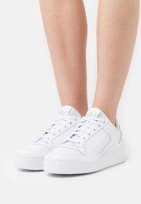adidas Originals - FORUM BOLD - Sneakers - footwear white/core black - 3