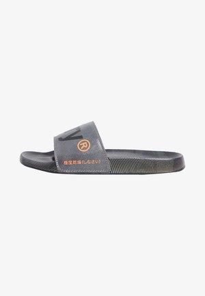 PRINTED  - Pool shoes - army camo