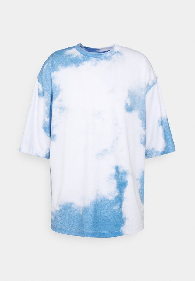 CLOUD - T-shirt imprimé - blue/white