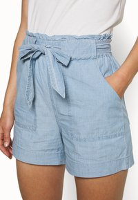 Vero Moda - VMEMILY POCKET - Szorty - light blue denim - 4