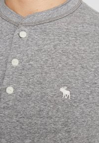 Abercrombie & Fitch - 3 PACK - T-Shirt basic - med grey - 5