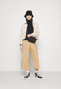 Monki - VILJA TROUSERS - Pantalones - beige - 1
