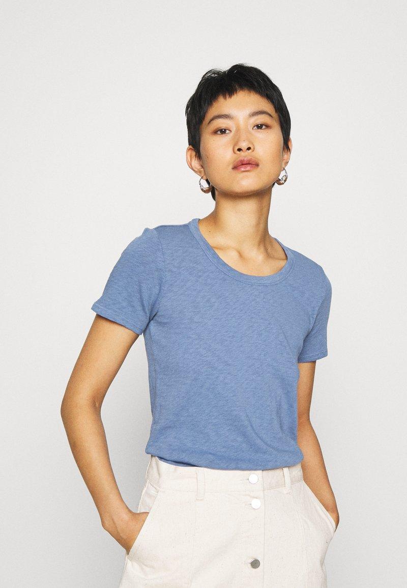 Marc O'Polo DENIM - SHORT SLEEVE CREWNECK SLIM FIT - Basic T-shirt - blue fantasy