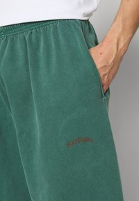 BDG Urban Outfitters - JOGGER PANT - Tracksuit bottoms - deep grass green - 3