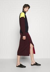 Victoria Victoria Beckham - COLUMN PULL ON SKIRT - Pencil skirt - iron red - 4