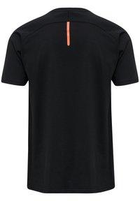 Hummel - ACTION  - Print T-shirt - black/fiesta - 1