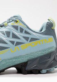 La Sportiva - AKYRA WOMAN GTX - Trail running shoes - slate/sulphur - 5