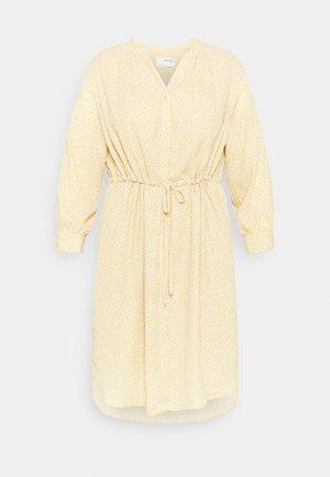 SLFAMINA DRESS CURVE - Kjole - sandshell