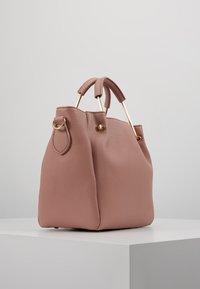 Dorothy Perkins - HANDLE MINI TOTE - Håndtasker - blush - 3