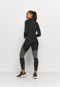 Nike Performance - RUN EPIC  - Collants - black/newsprint/reflect black - 2
