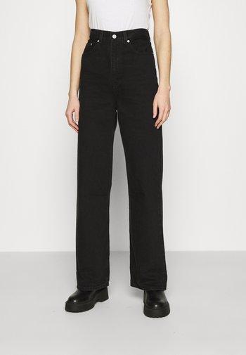 HIGH LOOSE - Flared Jeans - black denim
