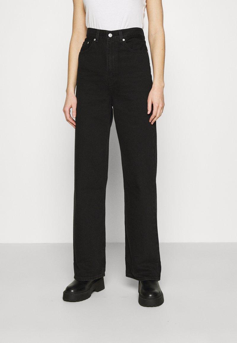 Levi's® - HIGH LOOSE - Jean flare - black denim