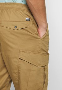 Superdry - Cargobyxor - cotswold gold - 3