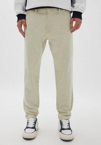 PULL&BEAR - Straight leg jeans - mottled beige - 0