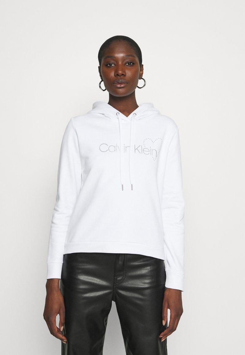 Calvin Klein - VALENTINES STUD HOODIE - Mikina - bright white