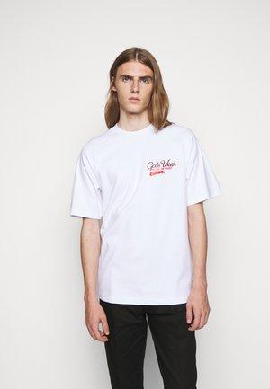 SANFORIZED TEE - Print T-shirt - white/red