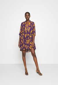 Farm Rio - BOROGODO BANANAS DRESS - Shirt dress - purple/yellow - 1