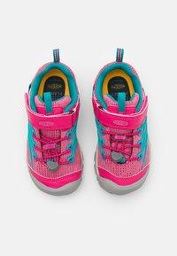 Keen - CHANDLER CNX - Hiking shoes - bright pink/lake green - 3