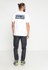 Patagonia - LOGO RESPONSIBILI TEE - Print T-shirt - white - 2