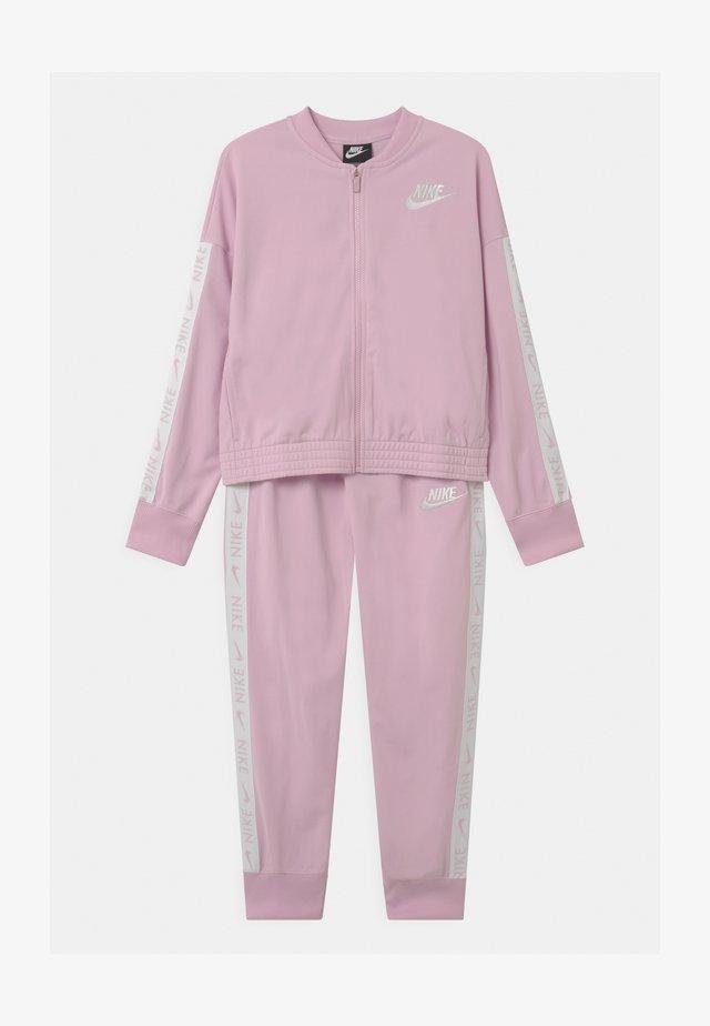 SET - Dres - arctic pink/white
