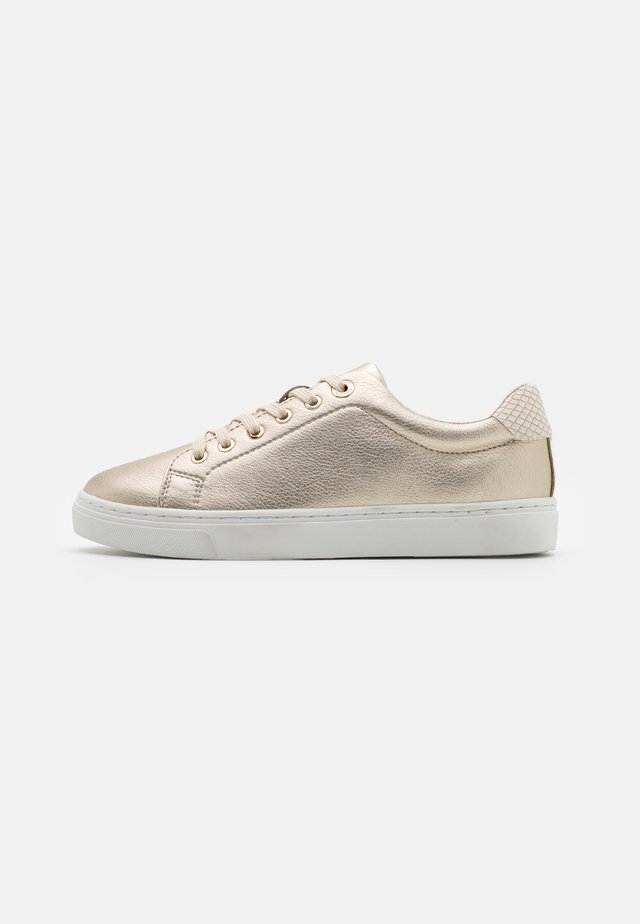 Sneakers laag - light gold