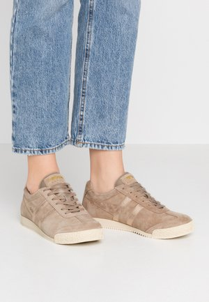 HARRIER MIRROR - Trainers - cappuccino/gold