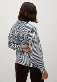 Violeta by Mango - STRIPES - Button-down blouse - blue - 2